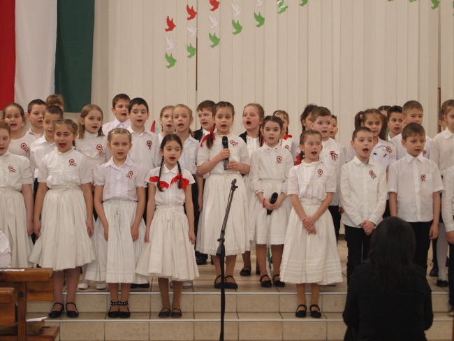 """""""Szeretnünk kell a hazát!"""" – Szívből jövő és szívhez szóló március 15-i ünnepséget tartottak a Szent Imrében"""