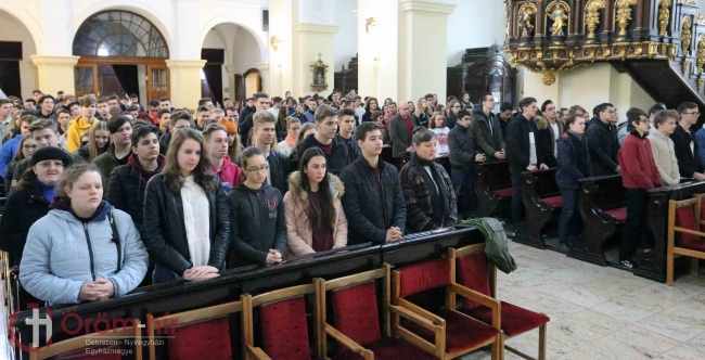Kinek mivel telik meg a lelke, arról ad hírt a cselekedete – Védőszentjüket ünnepelték a debreceni diákok
